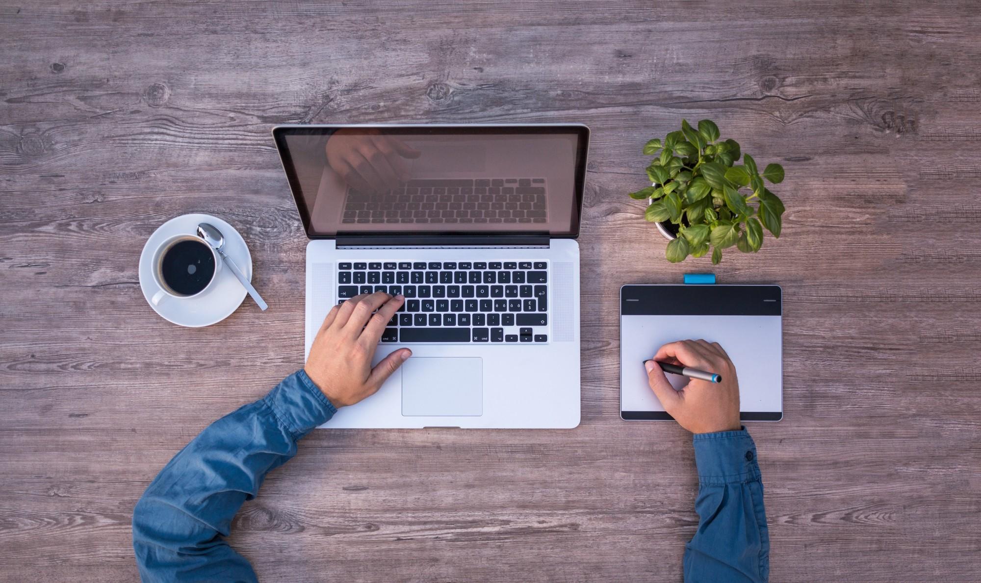 degree-college-blog-writing-on-laptop